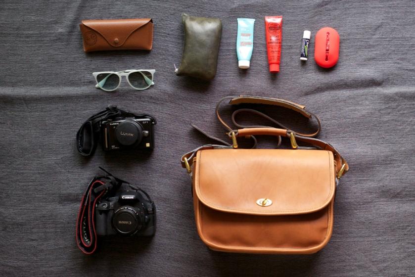 ona_bag_palma_things_organised_neatly