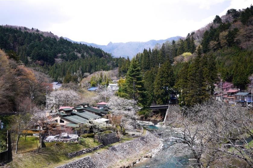 shima-onsen-mountains
